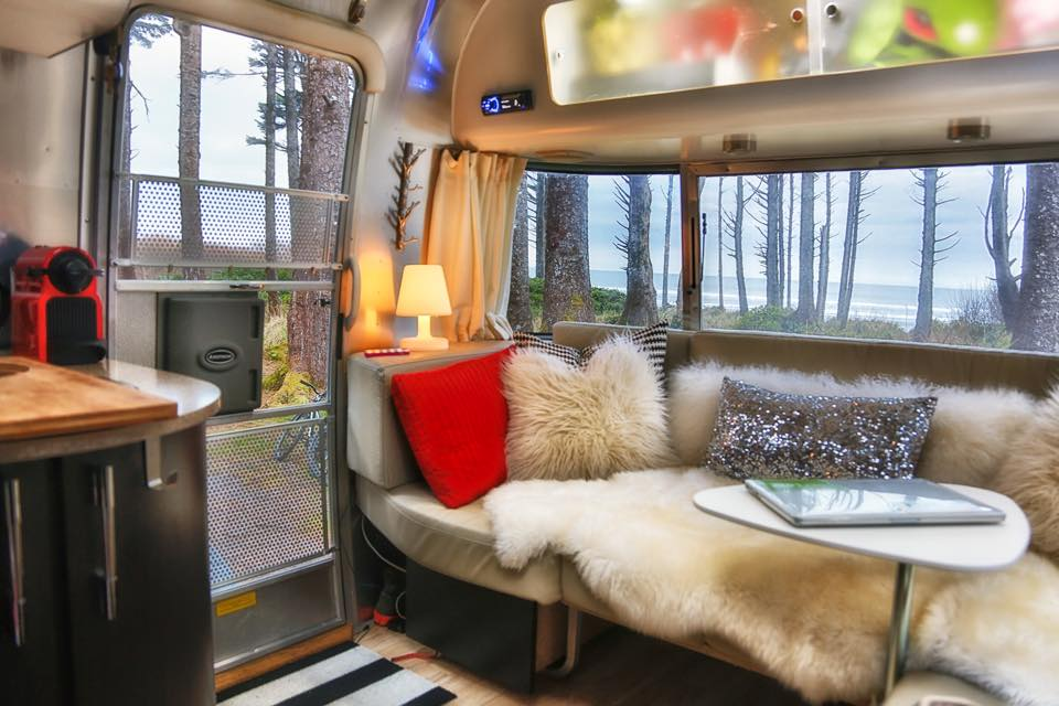 Peek inside our Airstream // A Room with a View via J5MM.com #Airstream #KalalochStatePark