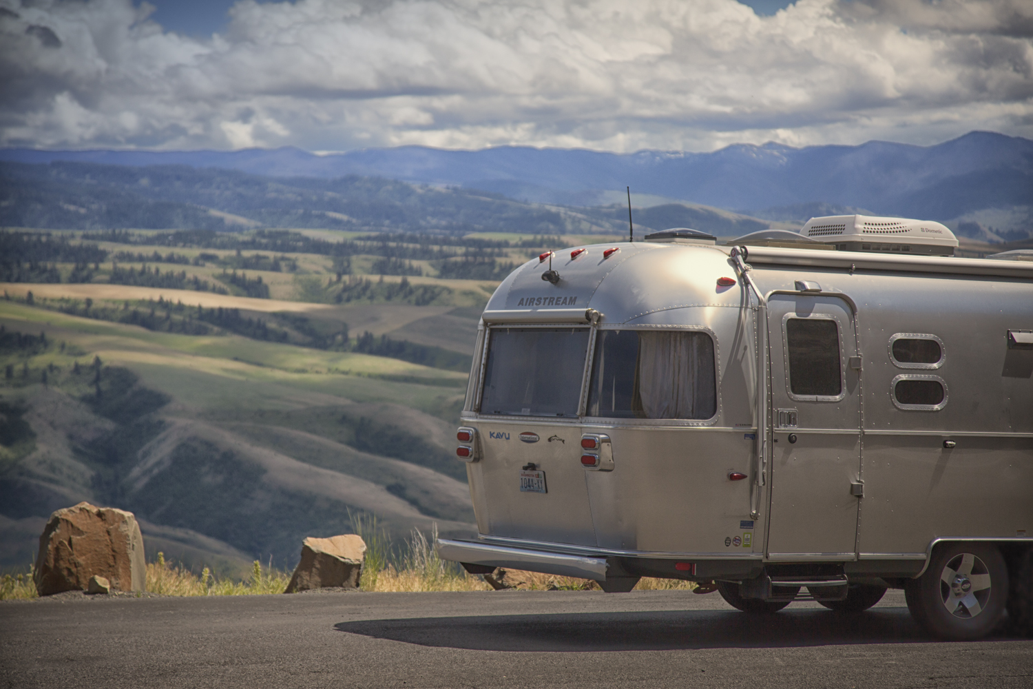 Airstream Trailer Rest Stop In Idaho via J5MM.com