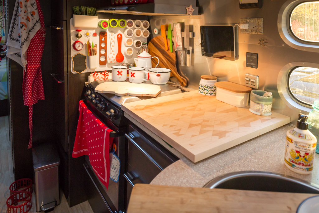 Airstream Kitchen via J5MM.com