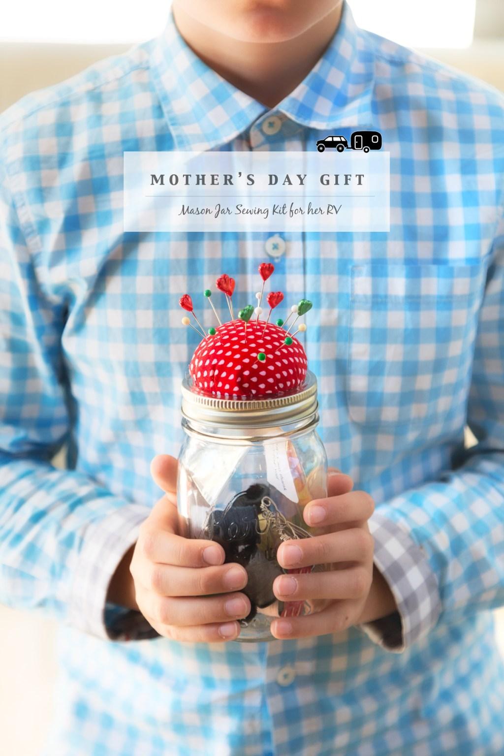 Mothers Day Sewing Kit vis J5MM.com